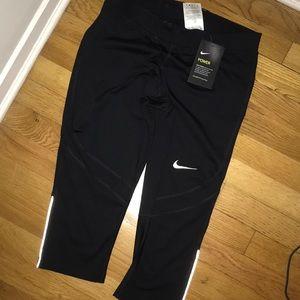 Nike Women's Cropped Leggings
